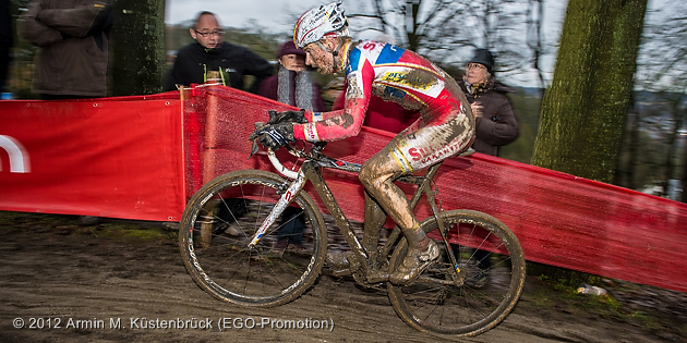 121223_BEL_Namur_CycloCross_Pauwels_uphill_sideview_pan_by_Kuestenbrueck_acrossthecountry