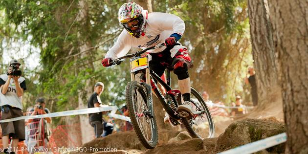 110819_ITA_ValDiSole_Gwin_pumping_rocks_frontview_acrossthecountry_mountainbike_downhill_by_vonDitfurth