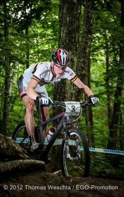 Schulte-Luenzum_forest_rocks_MSA_acrossthecountry_mountainbike_xco_by-Weschta
