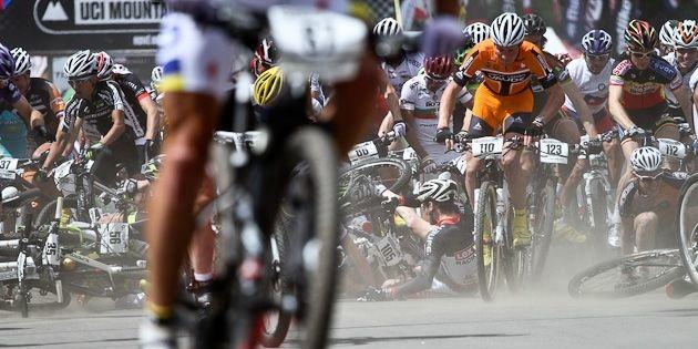 Crash_markus Bauer_120513_NoveMesto_XCO_men_crash_start_acrossthecountry_mountainbike.