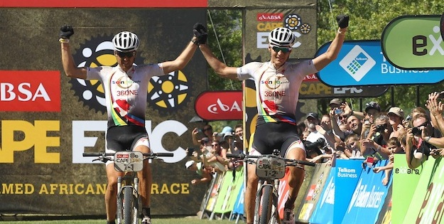 Sauser_Kulhavy_finish_stage4_acrossthecountry_mountainbike_xcm_by-Shaun-Roy