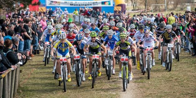 130414_GER_Muensingen_XC_Women_U19w_start_frontal_acrossthecountry_mountainbike_by_Maasewerd