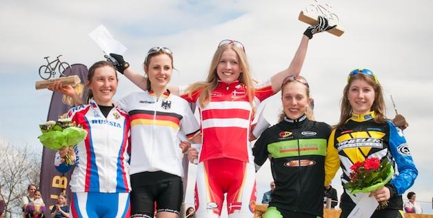 Podium_Juniorinnen_GER_Muensingen_XC_Women_U19w_ceremony_Terantyeva_Wiedenroth_Degn_Bauer_Benz_by_Weschta