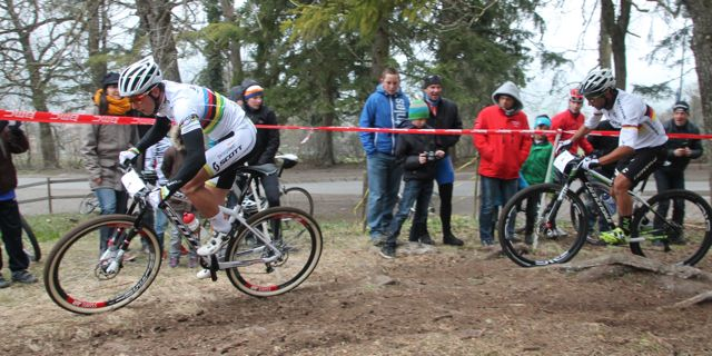 Schurter_Fumic_Schaan_corner_acrossthecountry_mountainbike_xco_by-Goller