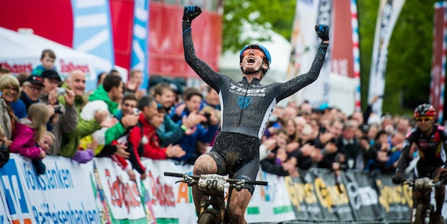 130519_ger_albstadt_xc_men_mcconnell_winning_close_armsup_acrossthecountry_mountainbike_by_kuestenbrueck.