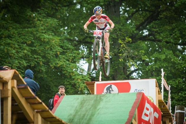 130623_SUI_Bern_ECH_XC_Women_Osl_InTheAir_frontal_acrossthecountry_mountainbike_by_Kuestenbrueck