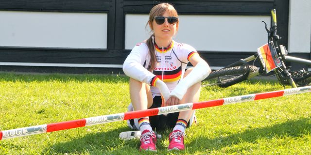 Sofia Wiedenroth_sitting_injured wrist_acrossthecountry_mountainbike_xco_by Goller.