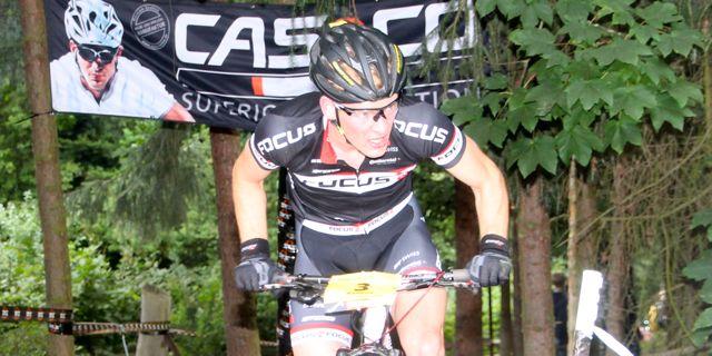Markus Schulte-Luenzum_close_uphill_banner_DM13_BadSalzdetfurth_acrossthecountry_mountainbike_by Goller