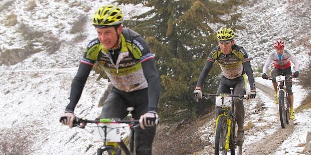 Hynek_vorne_Mennen_Brzozka_acrossthecountry_mountainbike_by-Sportograf.