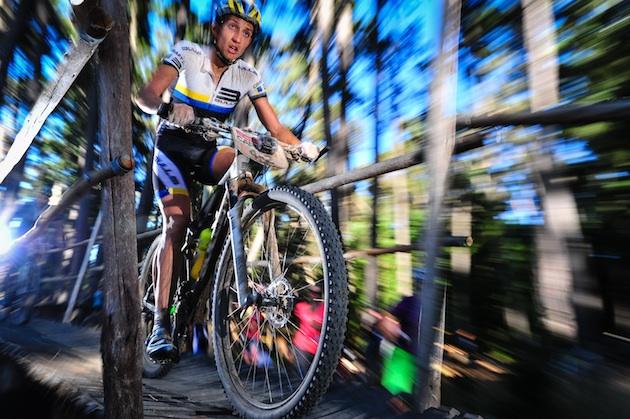 Simon-Stiebjahn_flashed_bridge_acrossthecountry_mountainbike_by-Sportograf