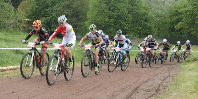 Start-damen_Bl14_Saalhausen_Engen_Brandau_Dahle-Flesjaa_Spitz_acrossthecountry_mountainbike_by-Goller