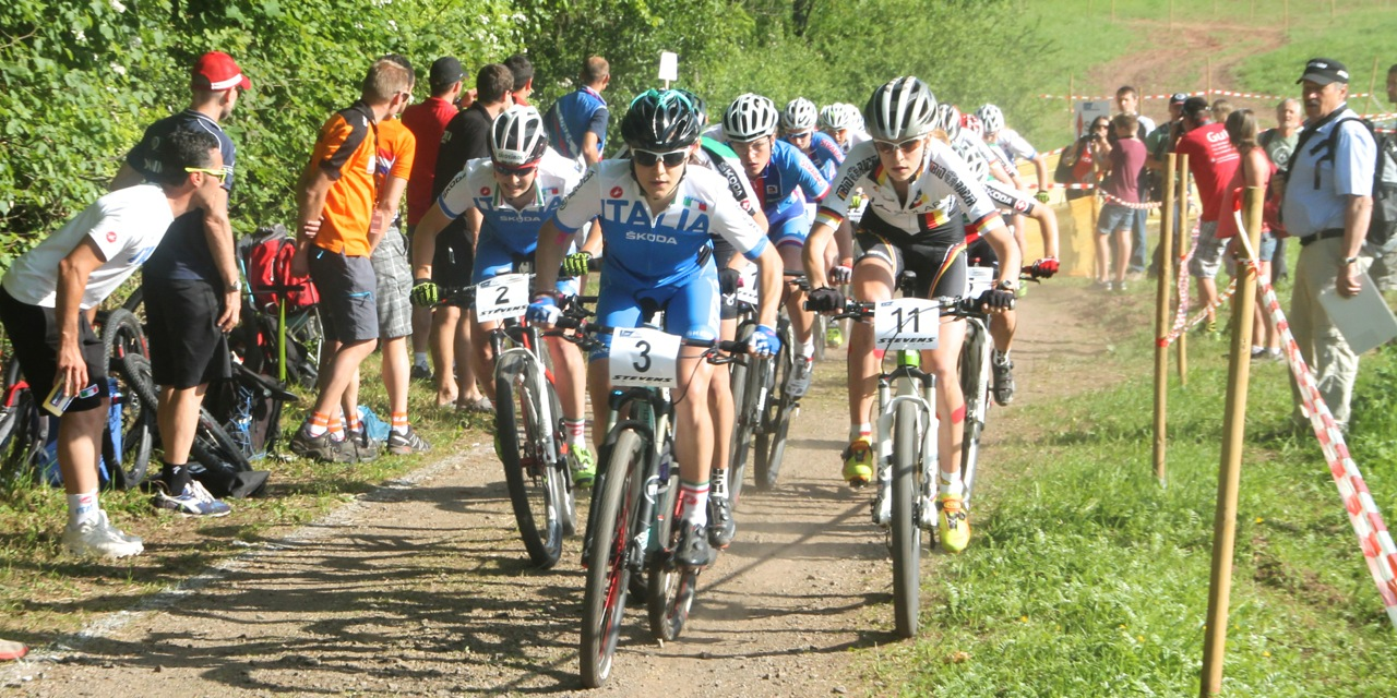 start-juniorinnen_em14_juniorinnen_acrossthecountry_mountainbike