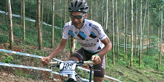 110315_WC12_PMB_Jean-Christophe-Peraud_close_Training_acrossthecountry_mountainbike_xco_by-Goller.