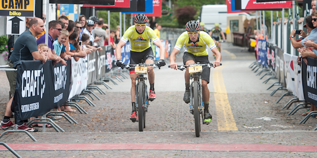 Markus-Kaufmann_Jochen-Kaess_finish_yellow_TA14_acrossthecountry_mountainbike_by-Andreas-Dobslaff.