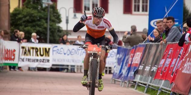 Jochen-Kaess_Sieger-Etappe2_TS14_acrossthecountry_mountainbike_by-Sauser