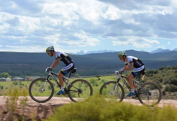 Tim Boehme_Simon Stiebjahn_CapePioneer14_sideview_acrossthecountry_mountainbike