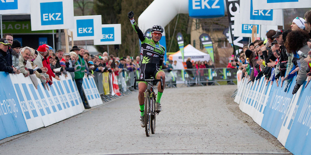 EKZ_Cross_Tour_Eschenbach_Zieleinfahrt Sascha Weber_acrossthecountry_mountainbike_by Muessiggang
