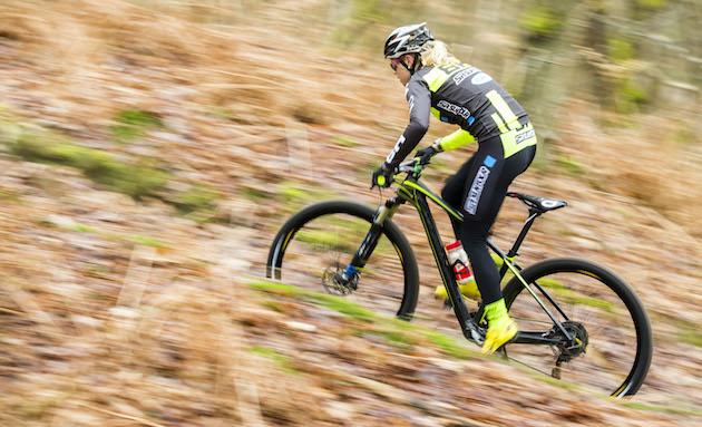 Hanna-Klein_sideview_SR-SUNTOUR-Hoshi-Yoshida_acrossthecountry_mountainbike