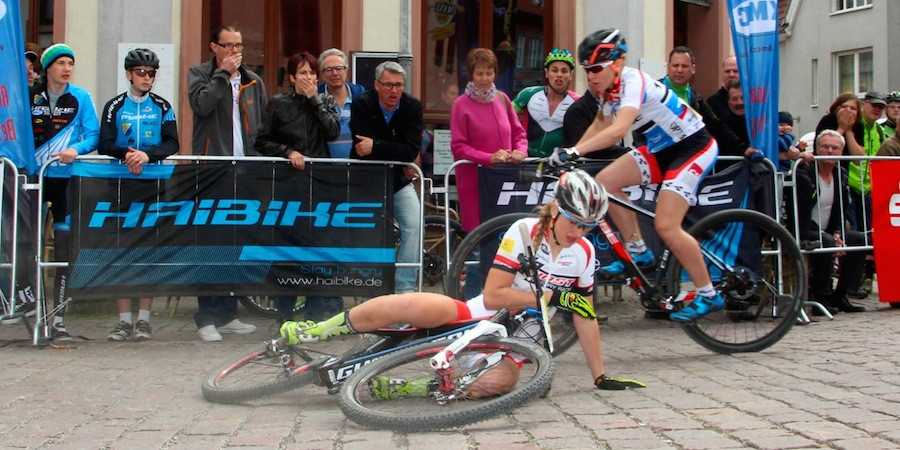 Grobert_crash_Nicolai_KMC-Bundesliga_Wombach_Sprint_acrossthecountry_mountainbike_by-Goller