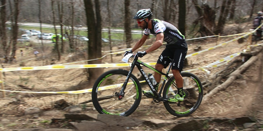 Manuel Fumic_sideview_MonteTamaro_acrossthecountry_mountainbike_by Goller