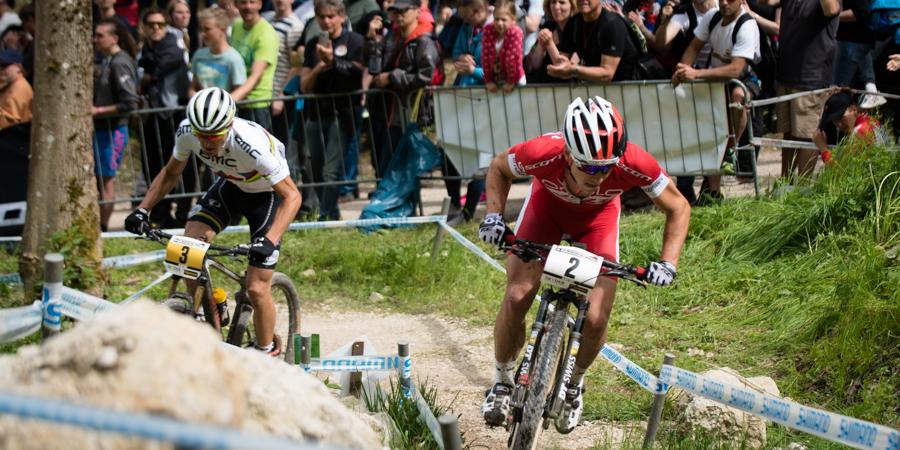Zweikampf im Shimano Climb: Nino Schurter und Julien Absalon  nutzen die beiden Linien. Foto: Lynn Sigel