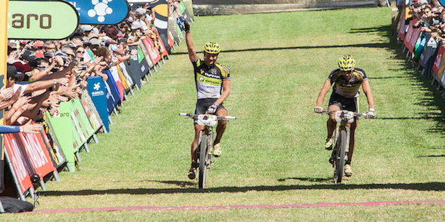Kristian Hynek_Alban Lakata_acrossthecountry_mountainbike_by Sportograf