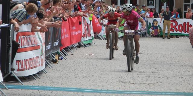 Spitz_Neff_finish_HBM15_Marathon-EM15_by-Goller-01