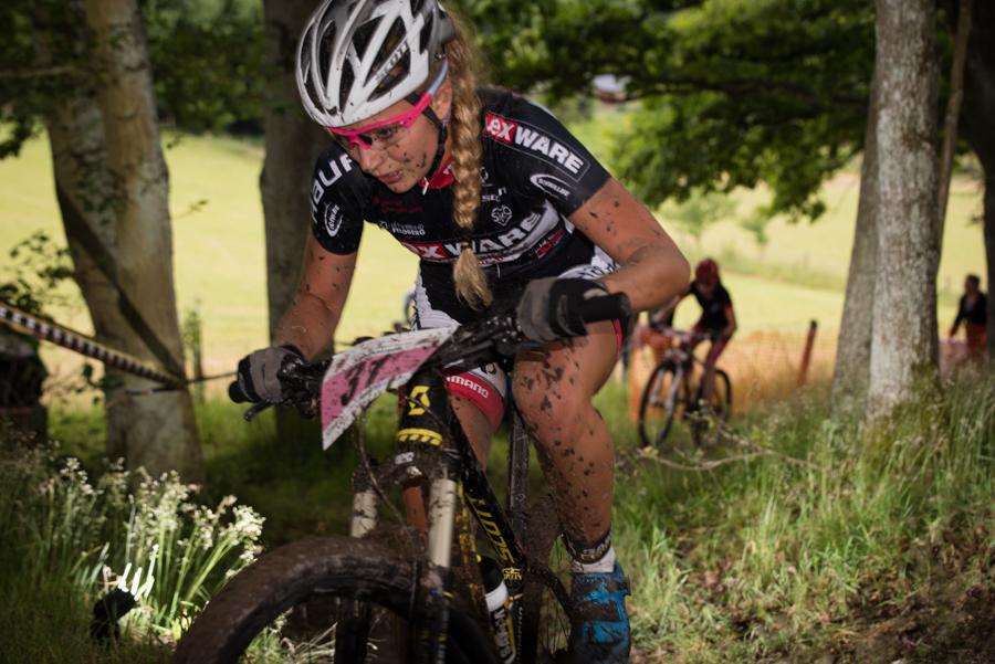 Anna Saier, hier noch kurz vor Lisa Neumüller, im Kampf um die Silbermedaille. Foto:Lynn Sigel