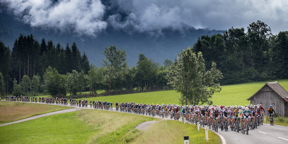 BikeFourPeaks_Feld_Etappe4_acrossthecountry_mountainbike_by-Henning-Angerer