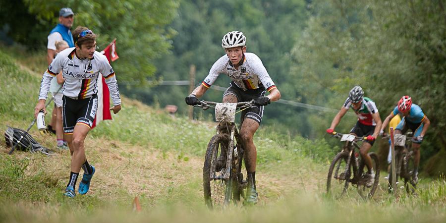 Max Brandl kämfpt am Aufstieg - mit der Unterstützung von Teamkollege David Horvath. Foto: Lynn Sigel