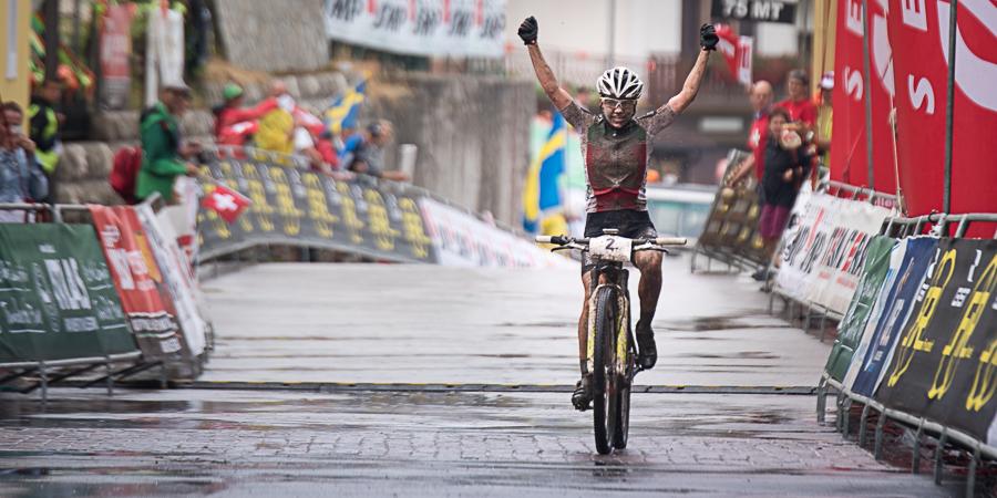 Sina Frei kommt überglücklich ins Ziel. Foto: Lynn Sigel