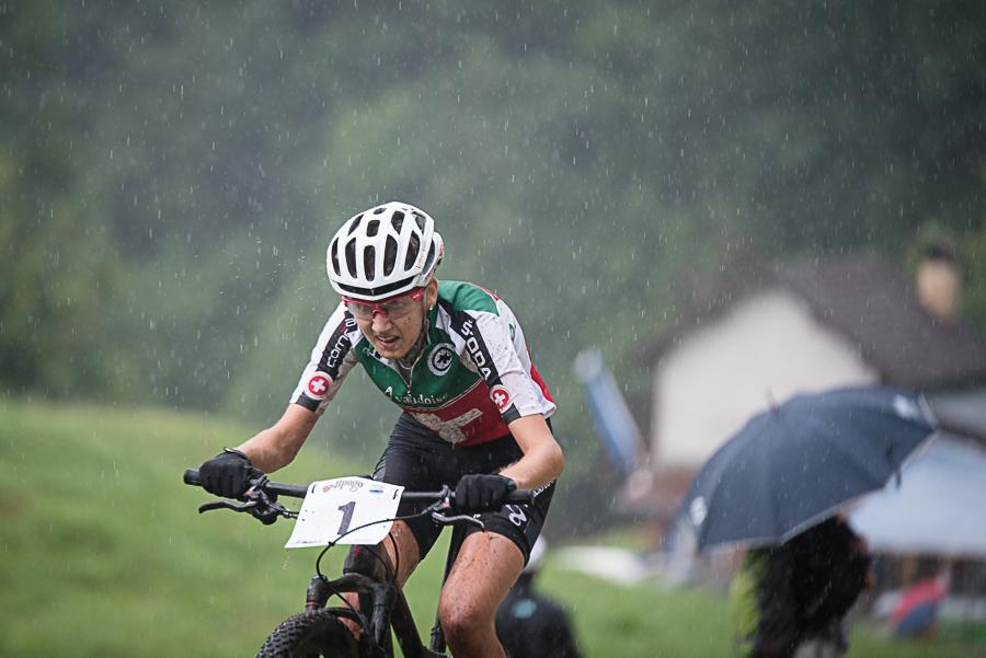 Nicole Koller kämpft gegen den Regen. Foto: Lynn Sigel