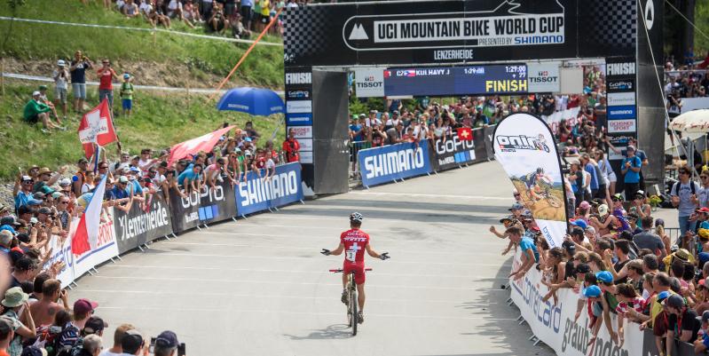Nino Schurter_Lenzerheide_backview_acrossthecountry_mountainbike_by Kuestenbrueck