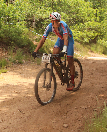 aroslav-Kulhavy_flat-tire_Marathon-WM16_Laissac_by-Goller