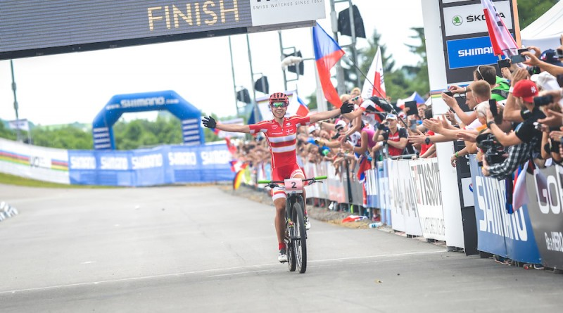 Annika-Langvad_finish_NoveMesto_xco_by-Traian-Olinici.