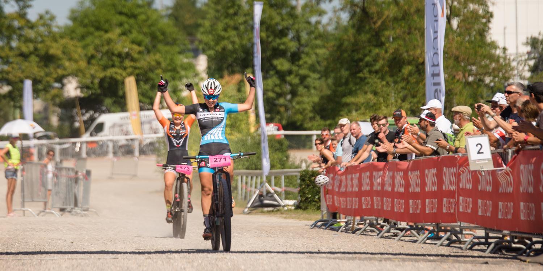 Die Zusammenarbeit hat sich gelohnt: Anna Spielmann knapp vor Chiara Kopp. Foto: Lynn Sigel