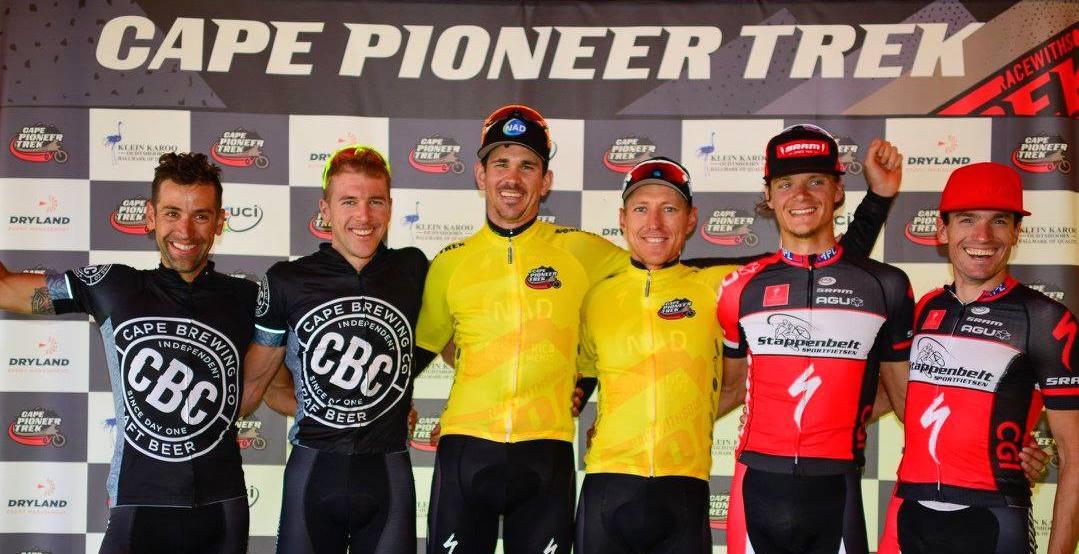 Die drei führenden Teams des Cape Pioneer Trek von links: Daniel Gathof, Konny Looser, Nico Bell, Gawie Combrinck, Erik Groen und Jeroen van Boelen (Stappenbelt-Specialized) ©Zoon Cronje/Cape Pioneer Trek