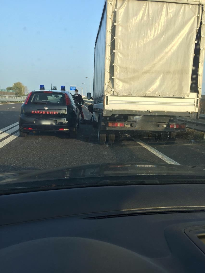 Sascha-Weber_Raederklau_Carabinieri_acrossthecountry_by-Sascha-Weber
