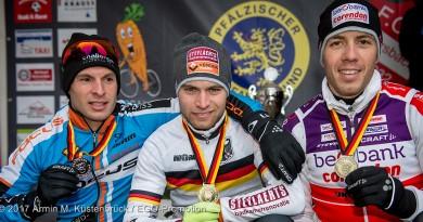 Hätte man auch das Foto aus 2015 nehmen können: DM-Podium bei den Herren von links: Sascha Weber, Marcel Meisen und Philipp Walsleben ©Armin M.Küstenbrück/EGO-Promotion