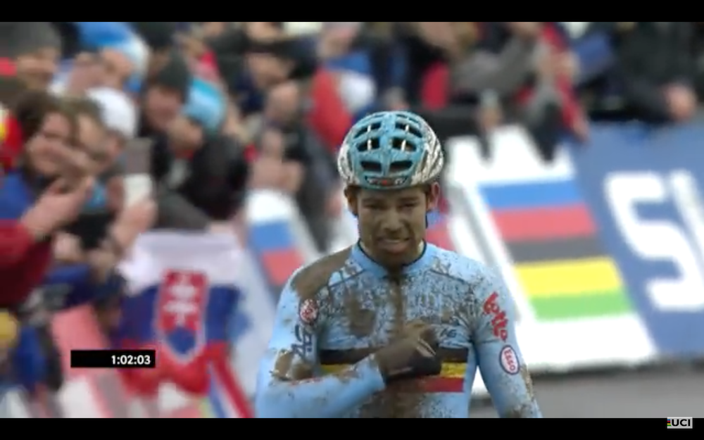 Wout van Aert_finish_Cross-WM17_Screenshot