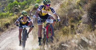 Souverän. Schnell. Scott-Sram. Nino Schurter und Matthias Stirnemann steuern dem Gesamtsieg entgegen ©Greg Beadle/Cape Epic/SPORTZPICS