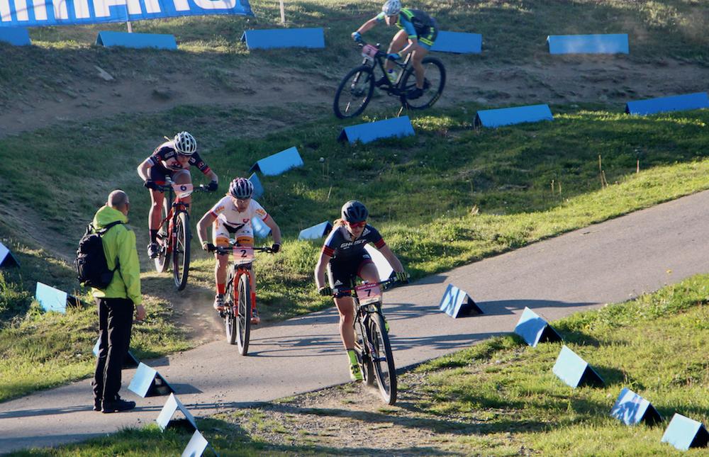 Lisa-Pasteiner_Janka-Stevkova_Short-Track-Race_NoveMesto_by-Goller