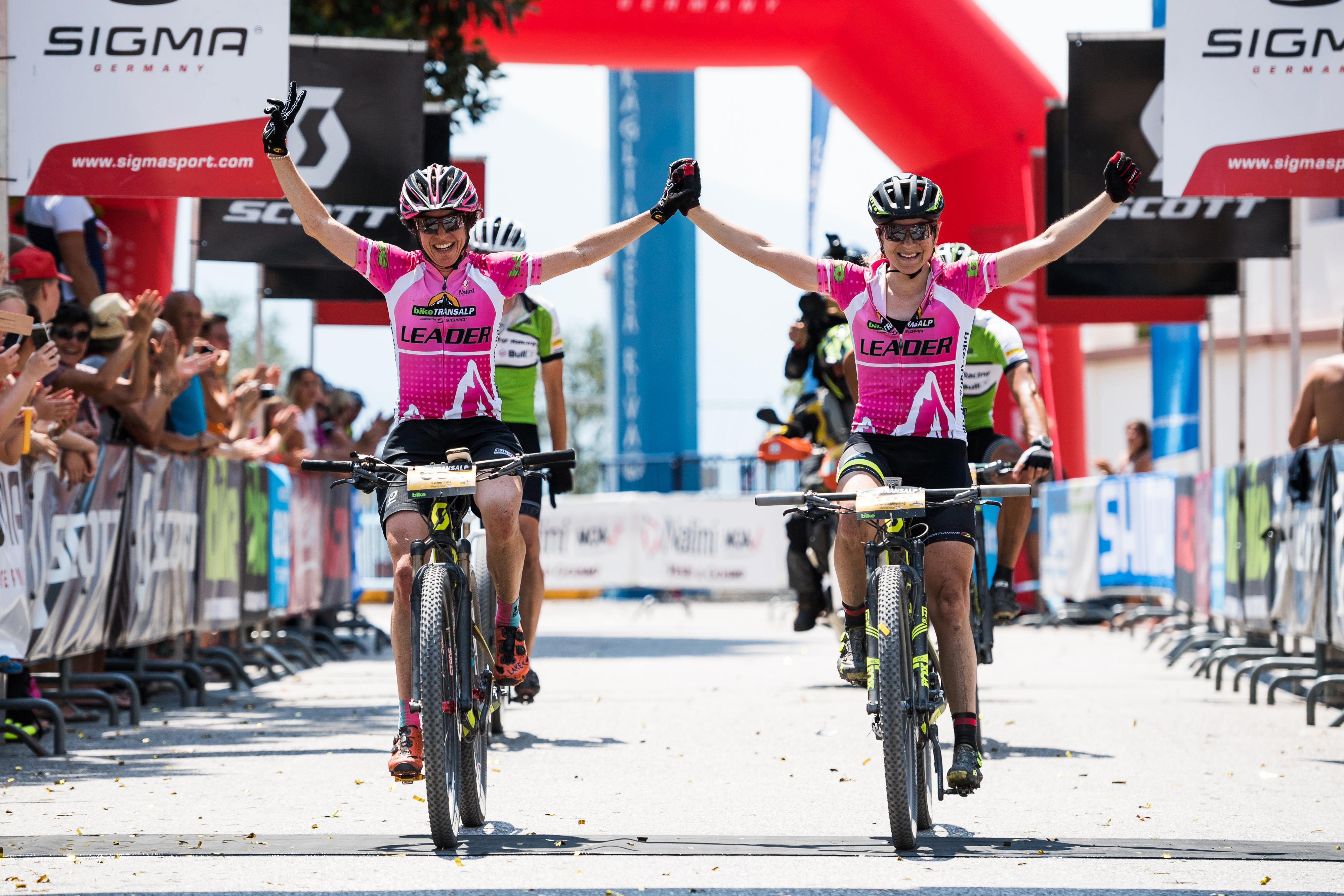 Esther Süss und Jennie Stenerhag gewannen auch die siebte Etappe und damit die Goldmedaille in der Gesamtwertung. © Miha Matavz